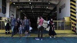 "Syrian refugees aboard the ship ""El. Venizelos "" in the port of Pireaus, Greece on August 20, 2015. / Σύροι πρόσφυγες απιβιβάζονται απο το πλοίο «Ελ. Βενιζέλος», στο λιμάνι του Πειραιά στις 20 Αυγούστου 2015."