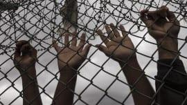 Metanastefsi metanasteftiko refugees hands xeria