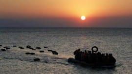 refugees sea thalassa metanastes metanasteftiko