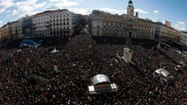 People fill Madrid's landmark Puerta del Sol as they gather at a rally called by Spain's anti-austerity party Podemos (We Can) January 31, 2015. Tens of thousands marched in Madrid on Saturday in the biggest show of support yet for Podemos, whose surging popularity and policies have drawn comparisons with Greece's new Syriza rulers. REUTERS/Sergio Perez (SPAIN - Tags: POLITICS CIVIL UNREST)