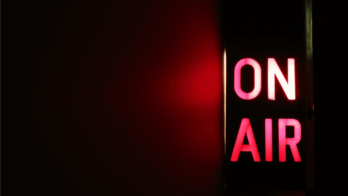 radio-on-air-VOC
