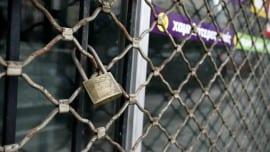 louketa oikonomia economy locked minimal