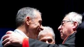 Θερμός χαιρετισμός του Προέδρου της Ευρωπαϊκής Επιτροπής Ζαν-Κλοντ Γιούνκερ με τον επικεφαλής του Ποταμιού