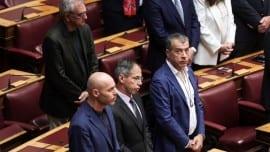 Πίσω: Ο βουλευτής Α΄ Αθήνας Σπύρος Λυκούδης / Μπροστά: οι βουλευτές Γιώργος Αμυράς (Β΄ Αθηνών) και Γιώργος Μαυρωτάς (Αττικής) δίπλα στον Σταύρο Θεοδωράκη