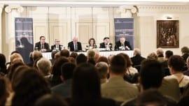 Το πάνελ της εκδήλωσης: από αριστερά) Παναγιώτης Πικραμμένος, Βασίλειος Μαρκής, Χρίστος Μυλωνόπουλος, Σταύρος Τσακυράκης και Ευάγγελος Βενιζέλος.
