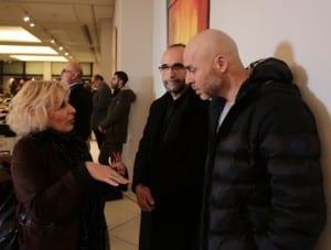Η Πόπη Διαμαντάκου μιλάει με τον βουλευτή Γιώργο Αμυρά