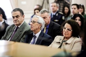 Ο Βασίλης Μαρκής παρακολουθεί την ομιλία του Σταύρου Θεοδωράκη. Δεξιά του ο βουλευτής Χ. Αθανασίου και αριστερά η  εισαγγελέας του Αρείου Πάγου Ε.Κουτζαμάνη