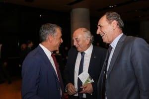 Ο Σταύρος Θεοδωράκης με τους Γιάννη Αμανατίδη, υφυπουργό Εξωτερικών και τον Γιώργο Σταθάκη, υπουργό Περιβάλλοντος και Ενέργειας