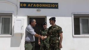 Επίσκεψη του Σταύρου Θεοδωράκη στο φυλάκιο Αγαθονησίου